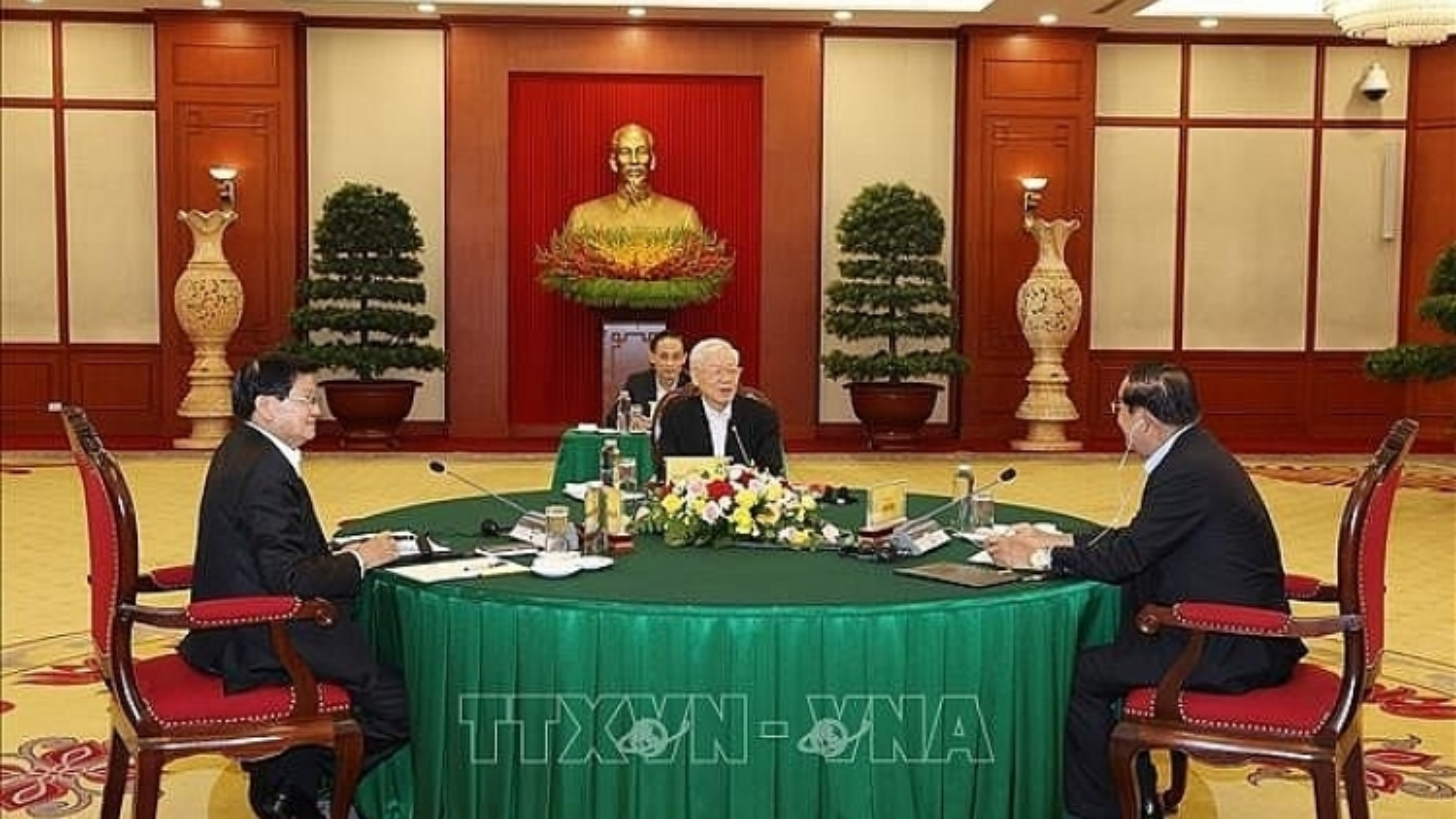 Vietnam, Laos, Cambodia hold tripartite meeting in Hanoi