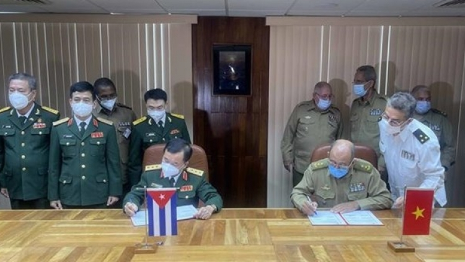 Vietnam, Cuba's defence leaders hold talks