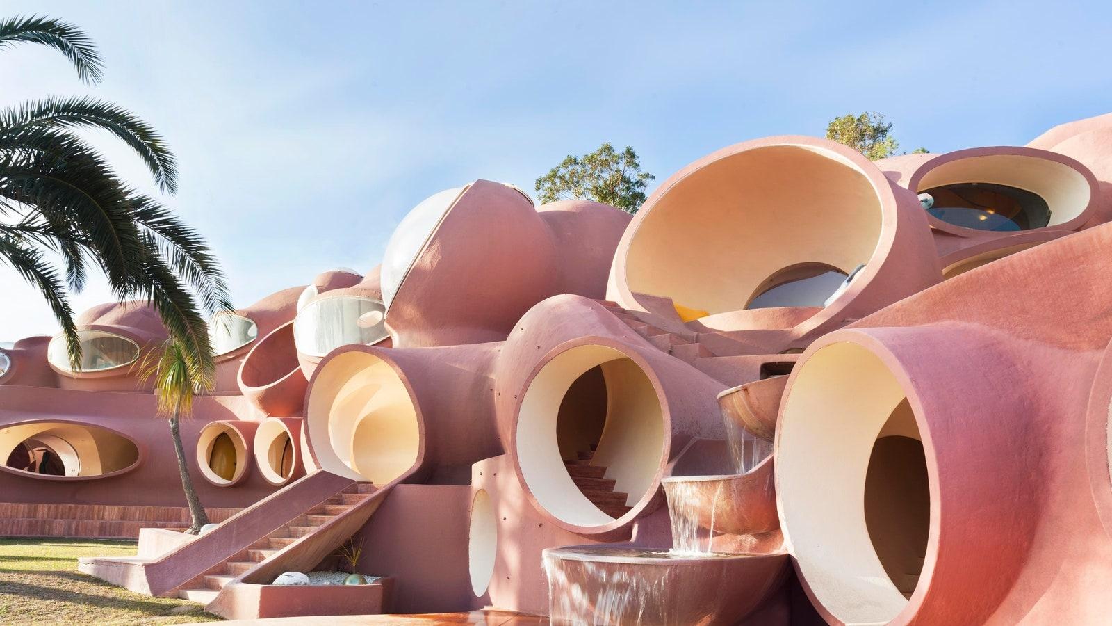 """Khám phá """"Cung điện bong bóng"""" nổi tiếng thế giới của nhà mốt Pierre Cardin"""