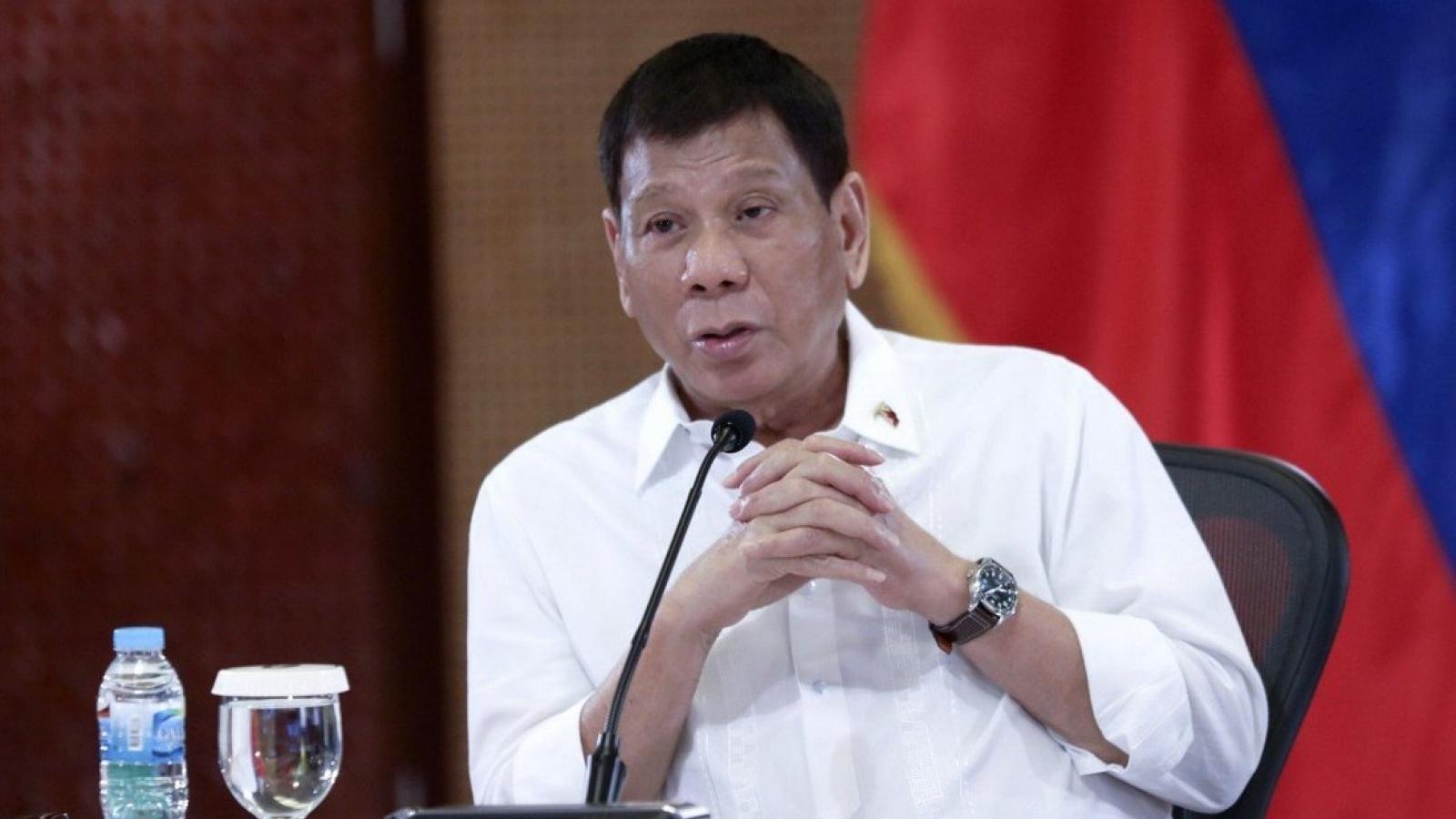 Tổng thống Philippines xem xét bắt buộc người dân tiêm vaccine Covid-19