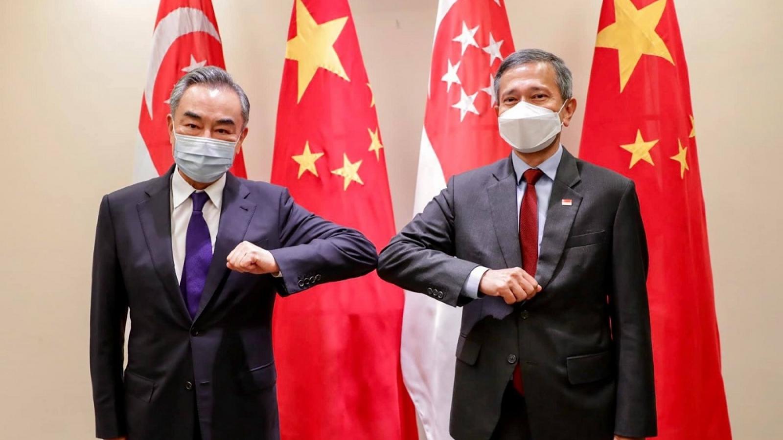 Ngoại trưởng Trung Quốc Vương Nghị hội đàm với Ngoại trưởng Singapore Vivian
