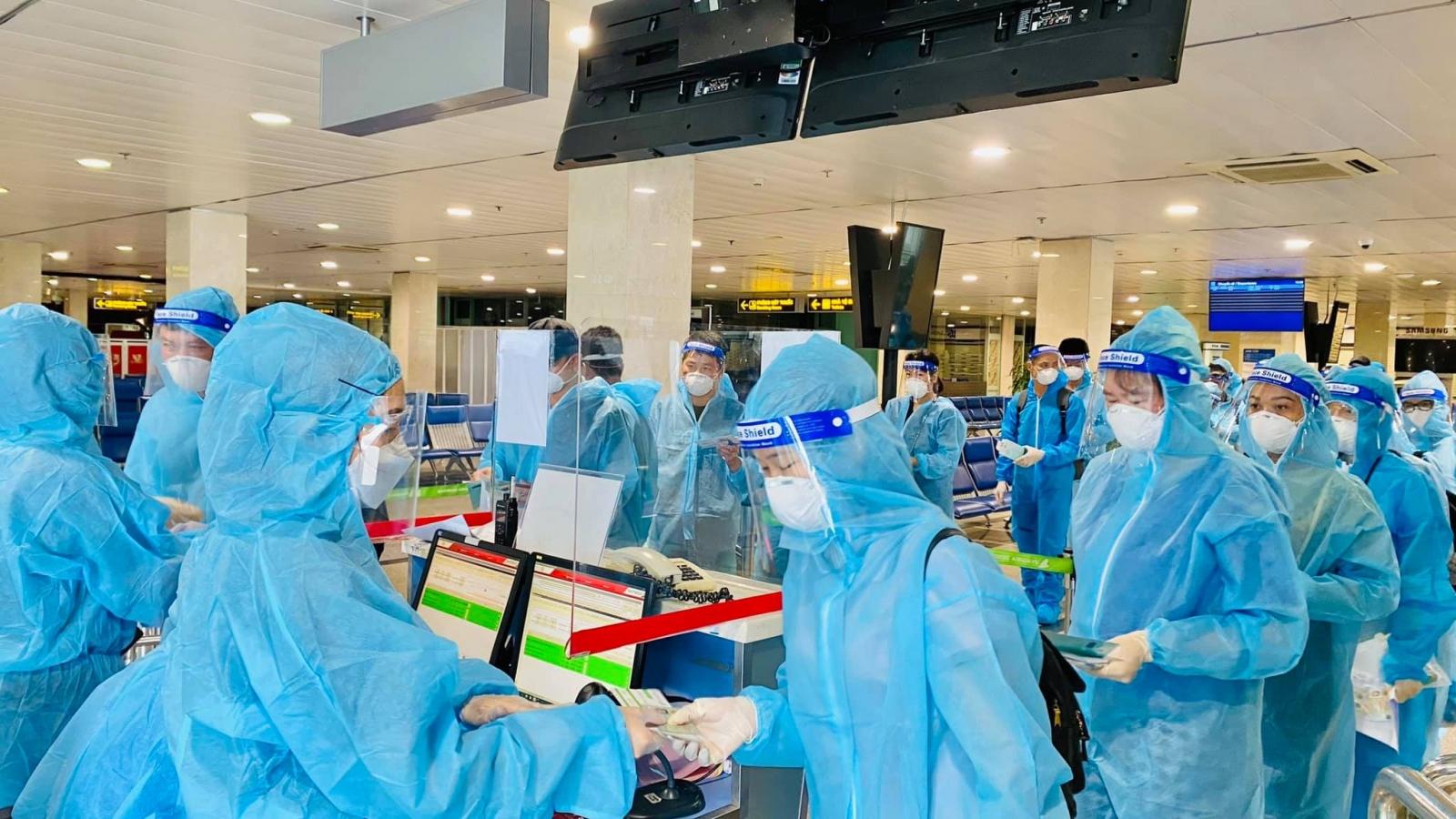 Bamboo Airwaysđưa y bác sĩ từ Huế vào miền Nam chống dịch