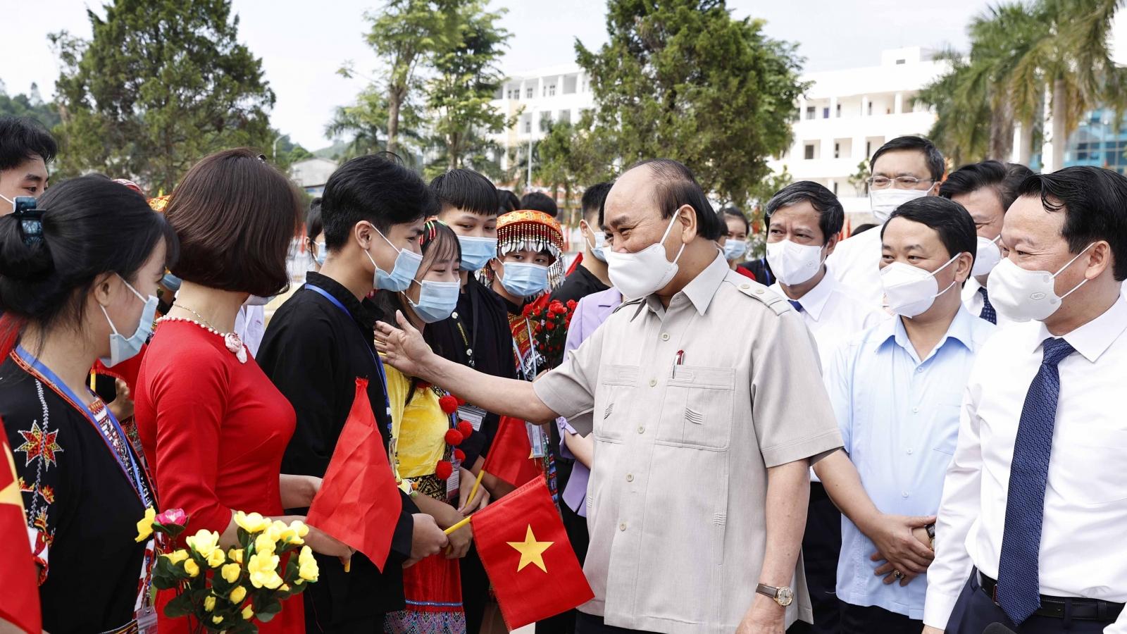 Chủ tịch nước dự khai giảng năm học mới tại Trường PTDT Nội trú THPT tỉnh Yên Bái