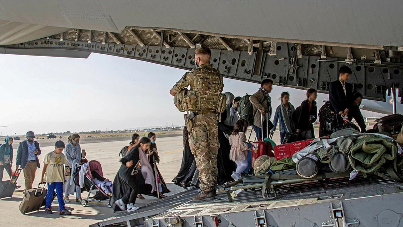 Mỹ hỗ trợ hơn 2.200 USD cho mỗi người Afghanistan sơ tán khỏi đất nước