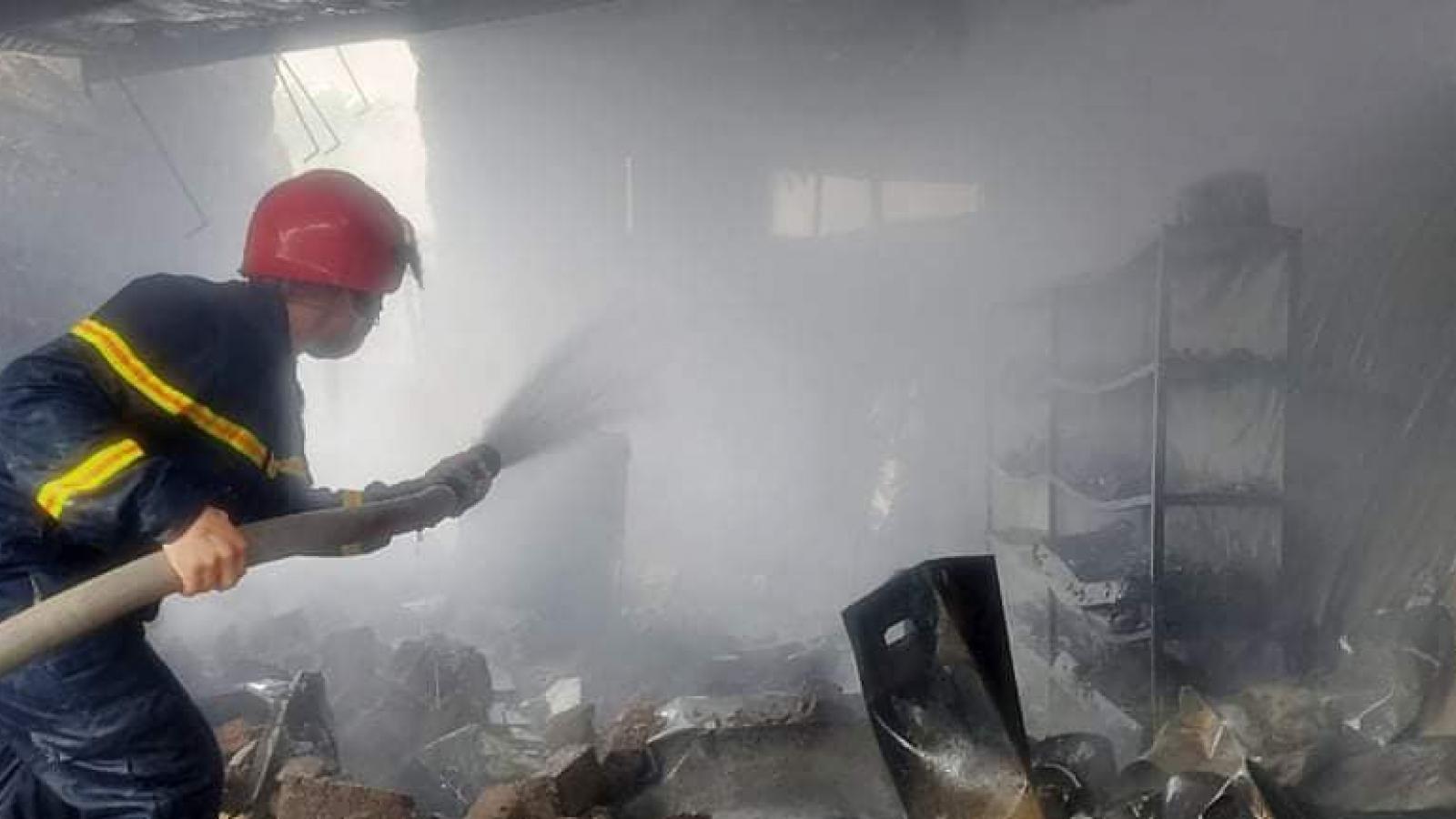 Cửa hàng kinh doanh gas bất ngờ bốc cháy dữ dội