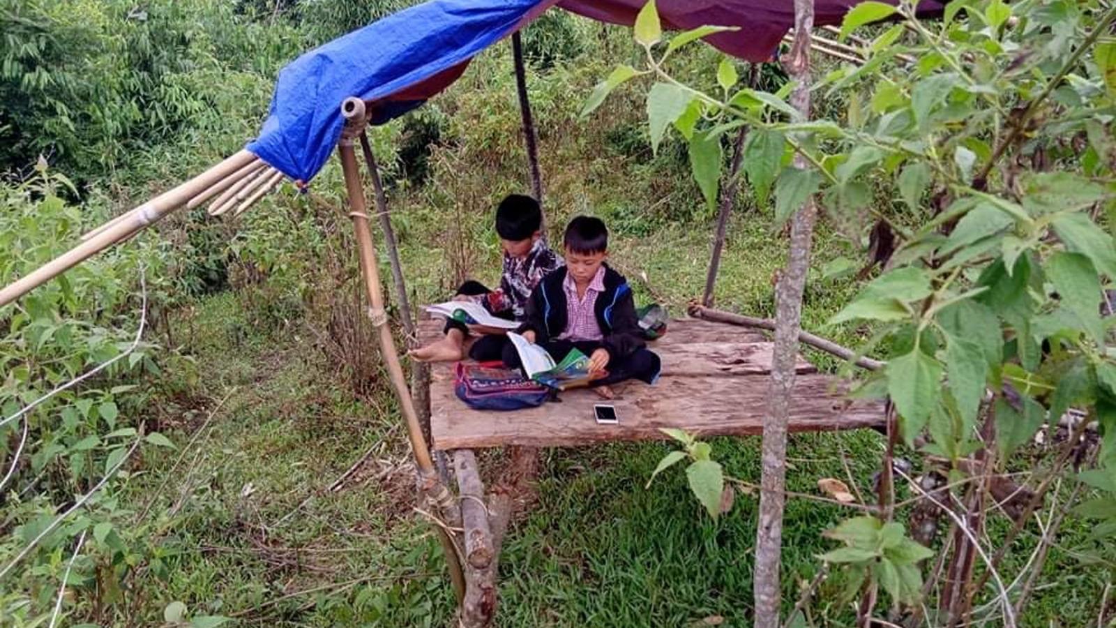 """Học trò vùng cao xứ Nghệ đùm cơm, đi bộ hàng chục km """"hứng"""" sóng 3G học online"""