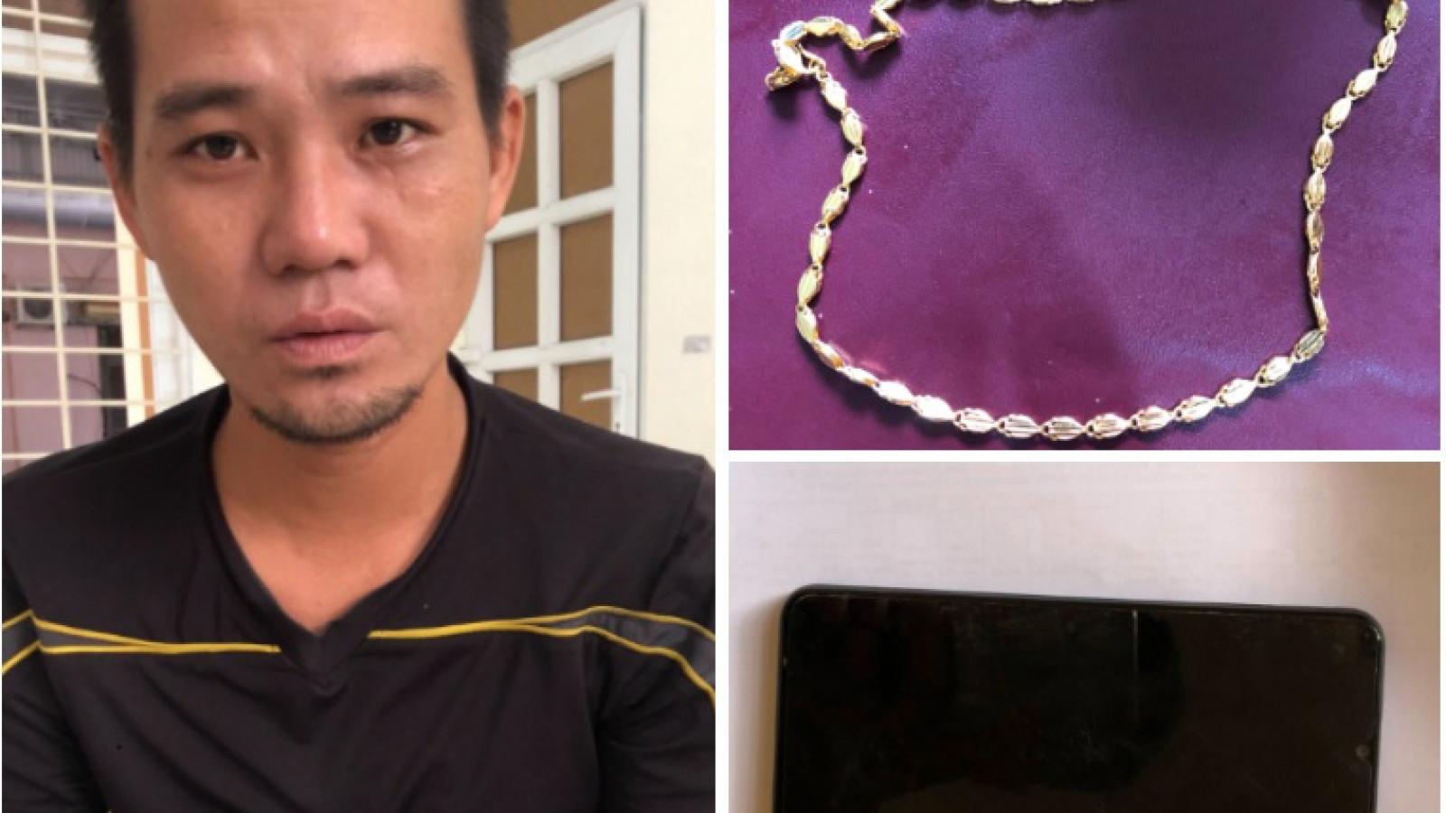 Đột nhập lán công nhân trộm dây chuyền vàng và điện thoại