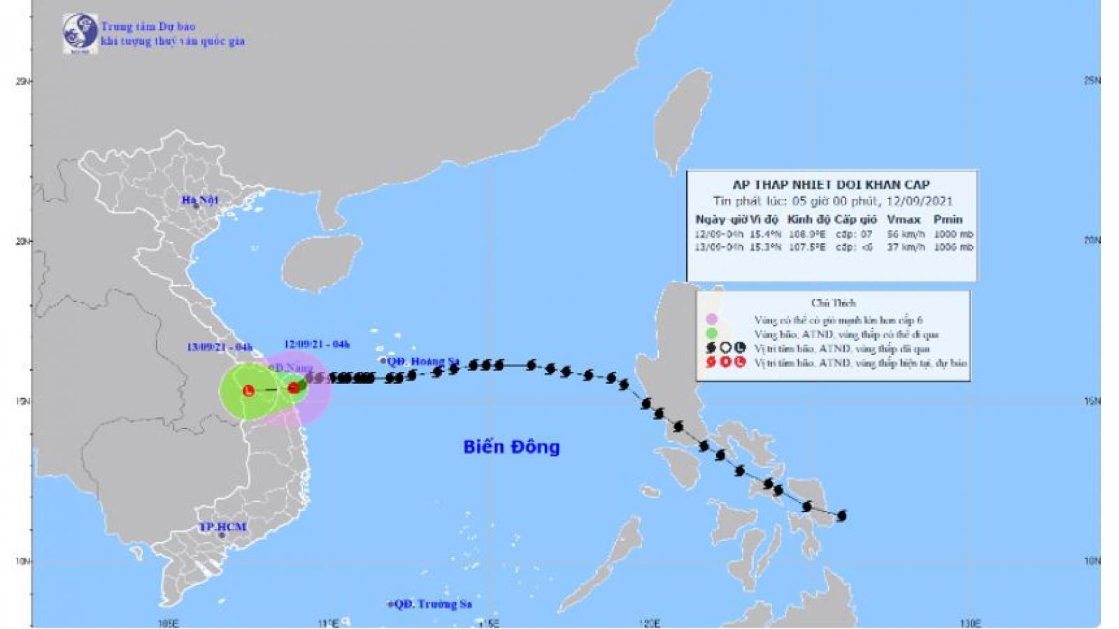Áp thấp nhiệt đới suy yếu từ cơn bão số 5 đang ở vùng biển từ Đà Nẵng đến Bình Định