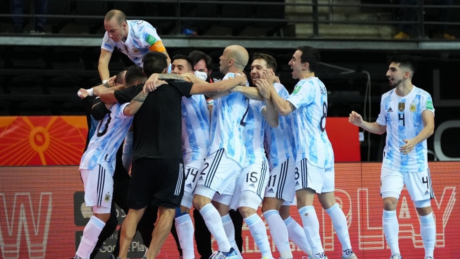 """Argentina hạ Nga ở """"chung kết sớm"""", đối đầu Brazil tại bán kết Futsal World Cup 2021"""