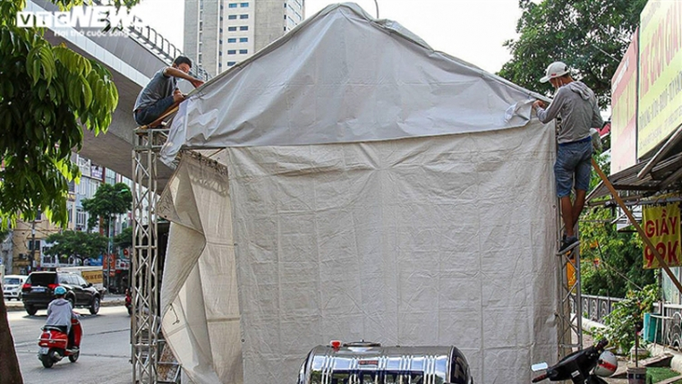 Hanoi police forces lift 39 COVID-19 checkpoints at city gateways