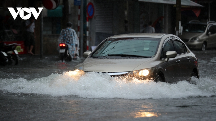 Heavy rain leads to serious flooding in central region