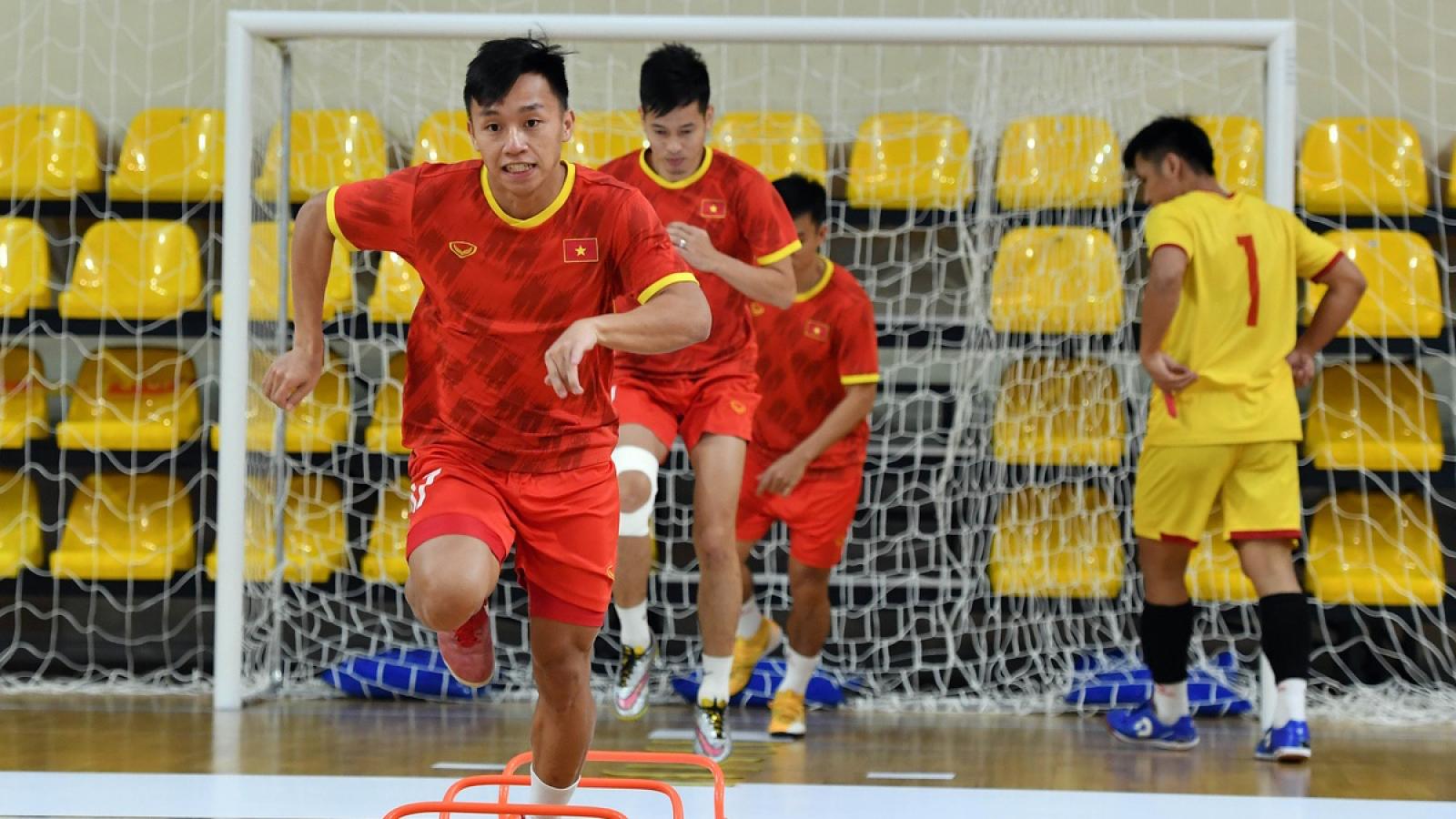 Vietnamese players train for FIFA Futsal WC clash with champions Brazil