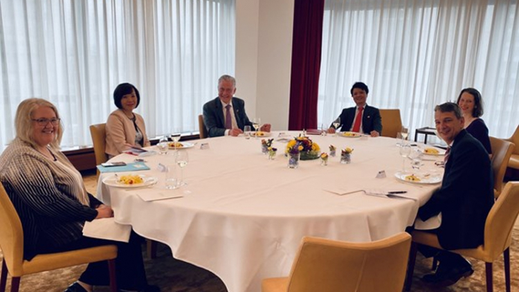Ambassador suggests Novartish push up cooperation in drugs research, production