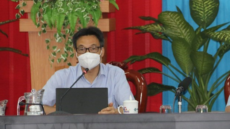 Deputy PM inspects pandemic prevention and control in Tra Vinh, Can Tho