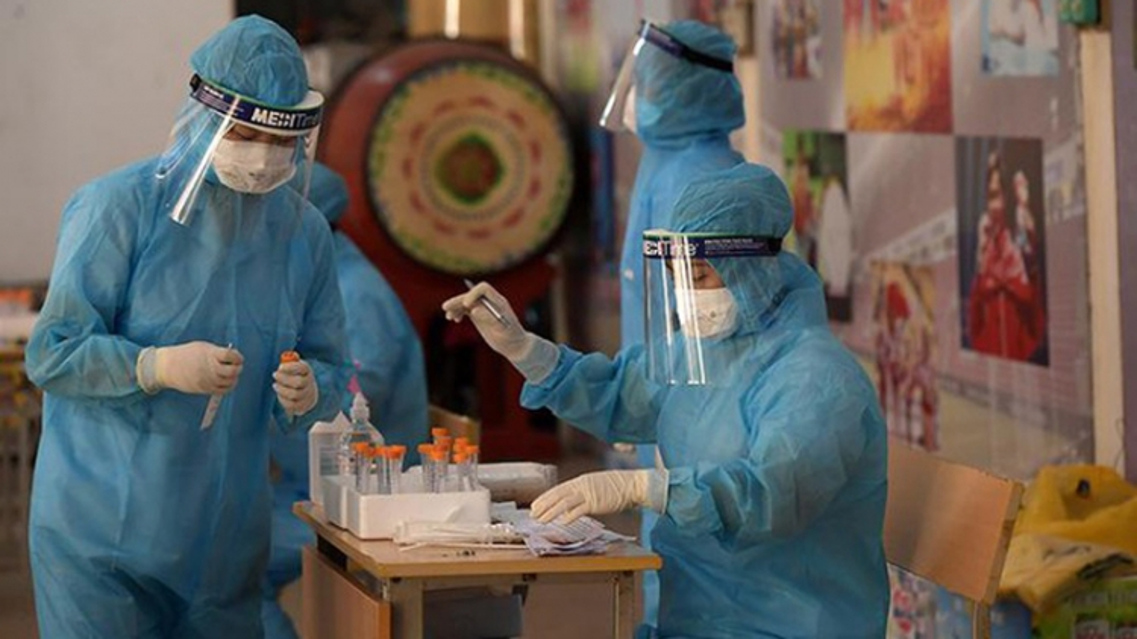 Hanoi sets up voluntary teams for COVID-19 community testing