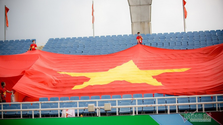 Fans give special support for Vietnamese team ahead of Australia match