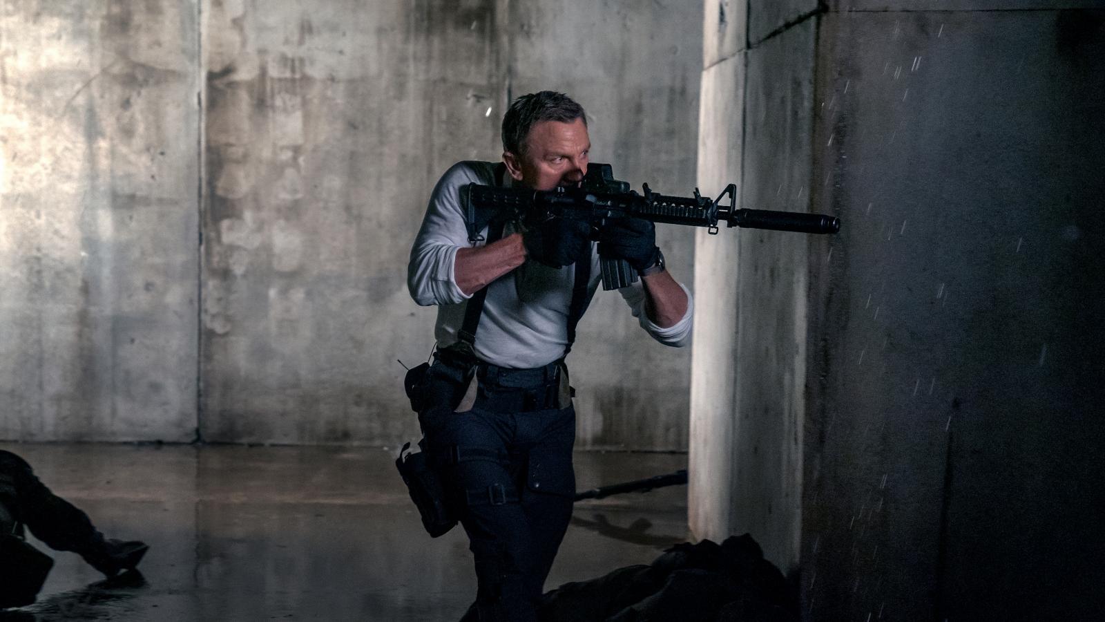 """""""No Time To Die"""" tung trailer mới nhất, hé lộ pha hành động không tưởng của Daniel Craig"""