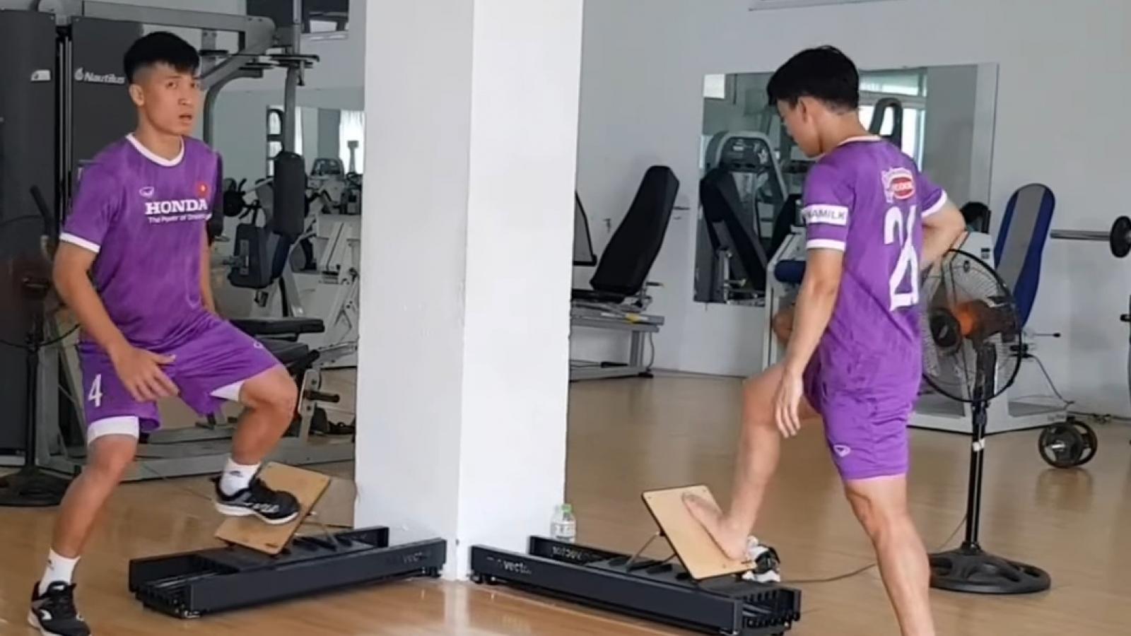 Học trò cưng của HLV Park chạy đua với thời gian để kịp quyết đấu với Trung Quốc