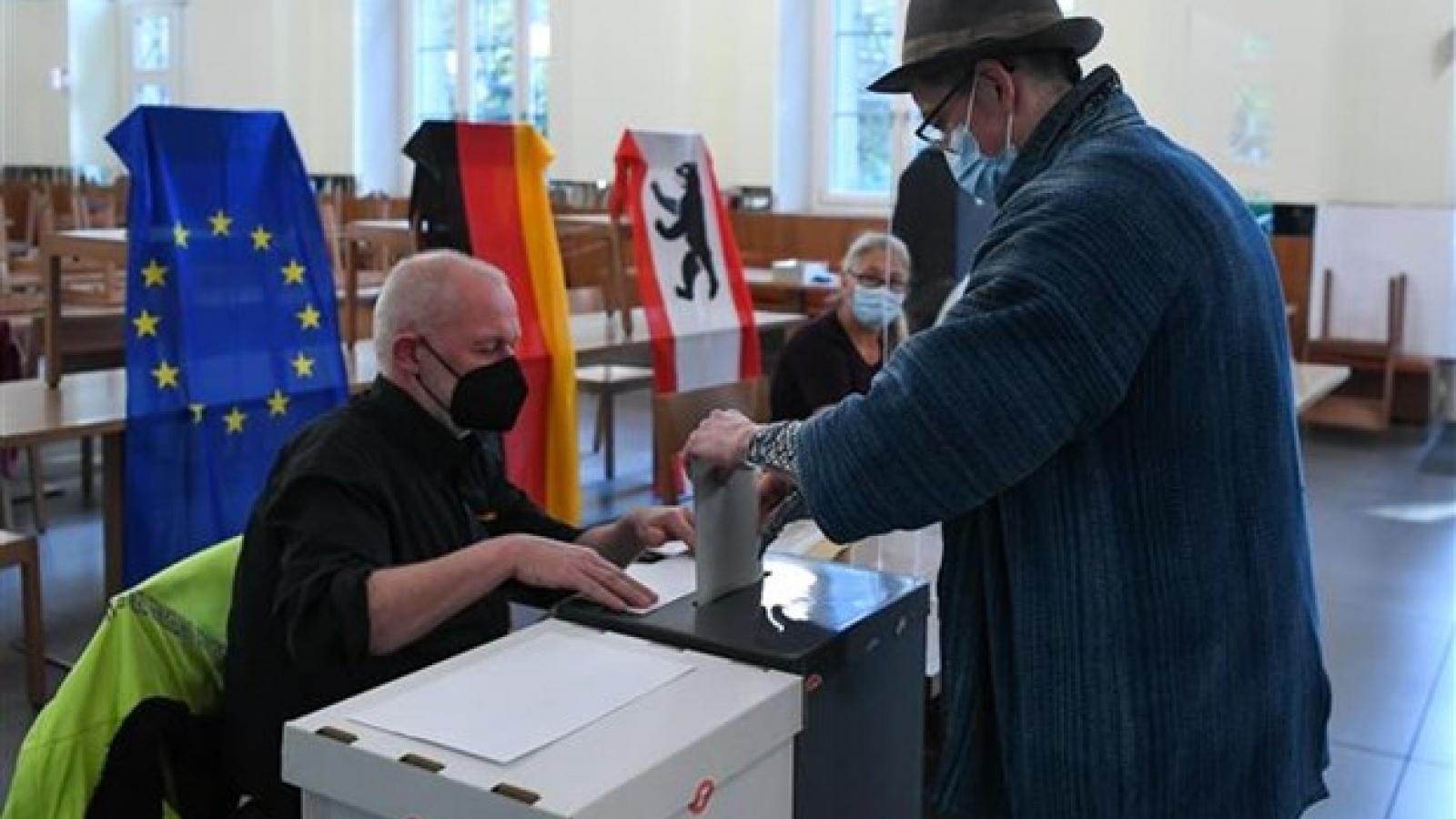 Bầu cử Đức: SPD giành chiến thắng nhưng đảng của bà Merkel vẫn chưa hết cơ hội