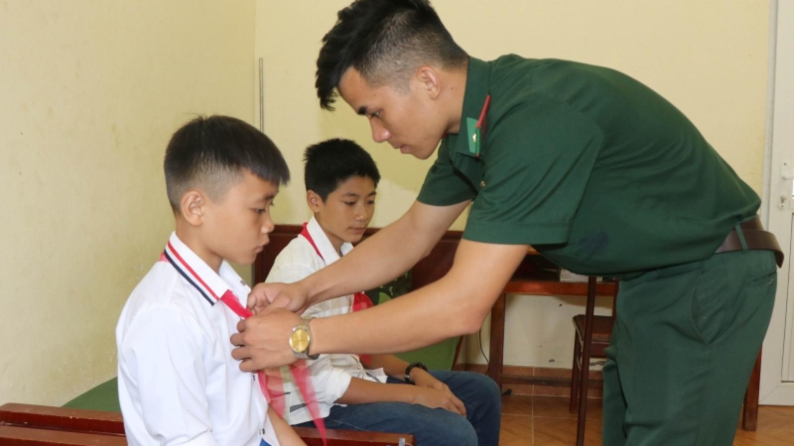 Lính Biên phòng Điện Biên tiếp sức học trò nghèo