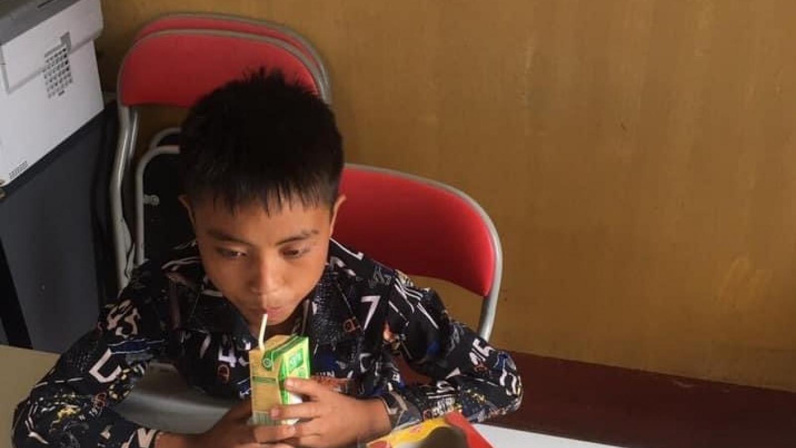 Tìm thấy bé trai sau 3 ngày đi lạc trong rừng ở Sơn La