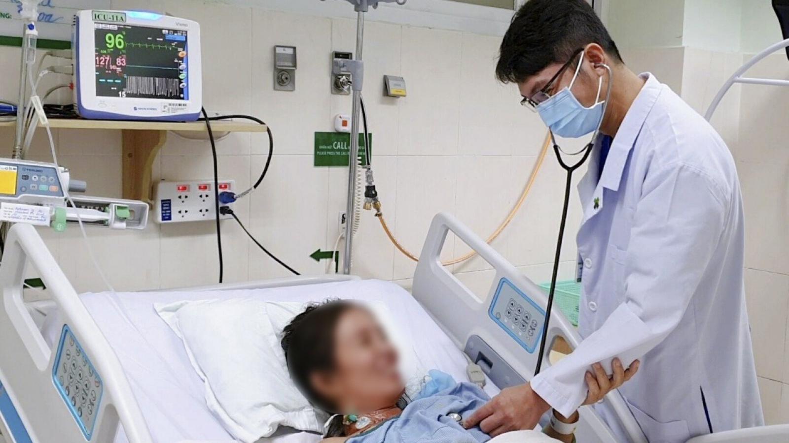 Nhập viện cấp cứu vì tự uống thuốc dân gian tại nhà để… ngừa COVID-19
