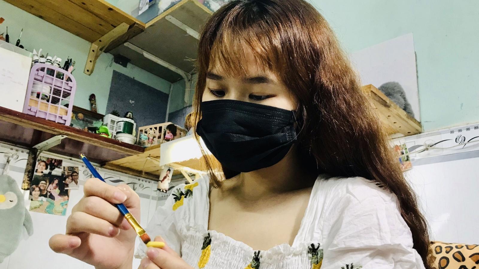 """Cô gái 9X khởi nghiệp thành công với mô hình món ăn, thức uống """"tí hon"""" làm từ đất sét"""