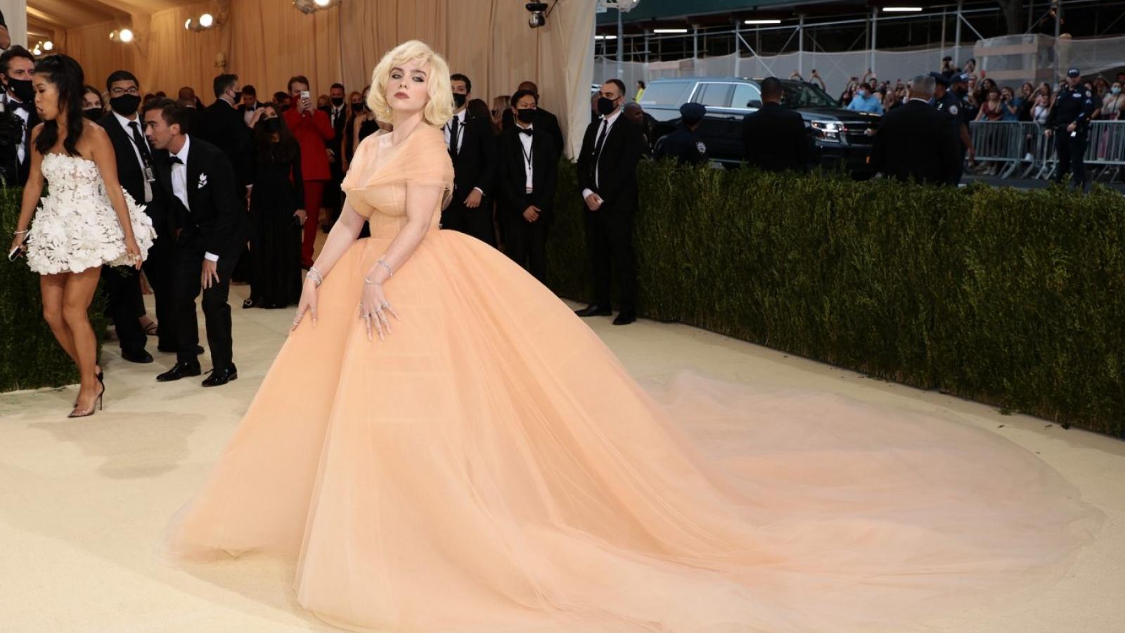 Đằng sau bộ váy đẹp lộng lẫy của Billie Eilish tại Met Gala là một thỏa thuận về động vật