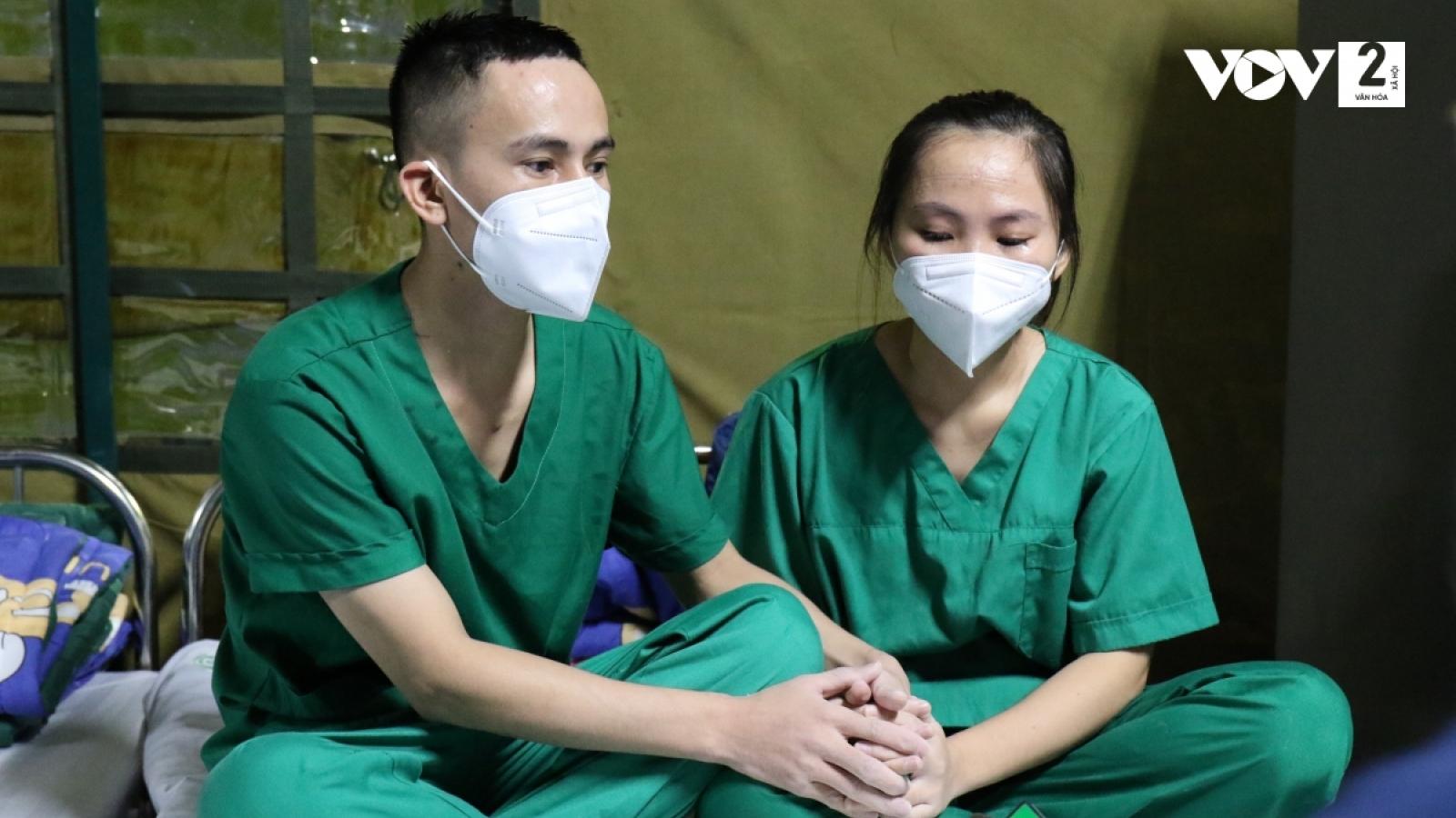 Trong trung tâm hồi sức tích cực (ICU) vợ chồng chỉ nhận ra nhau qua ánh mắt