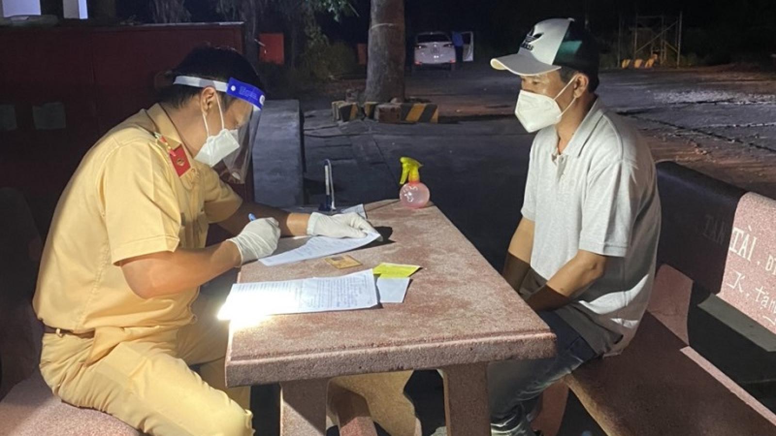 Buộc quay đầu xe sau 2 lần qua chốt kiểm dịch ở Bình Thuận
