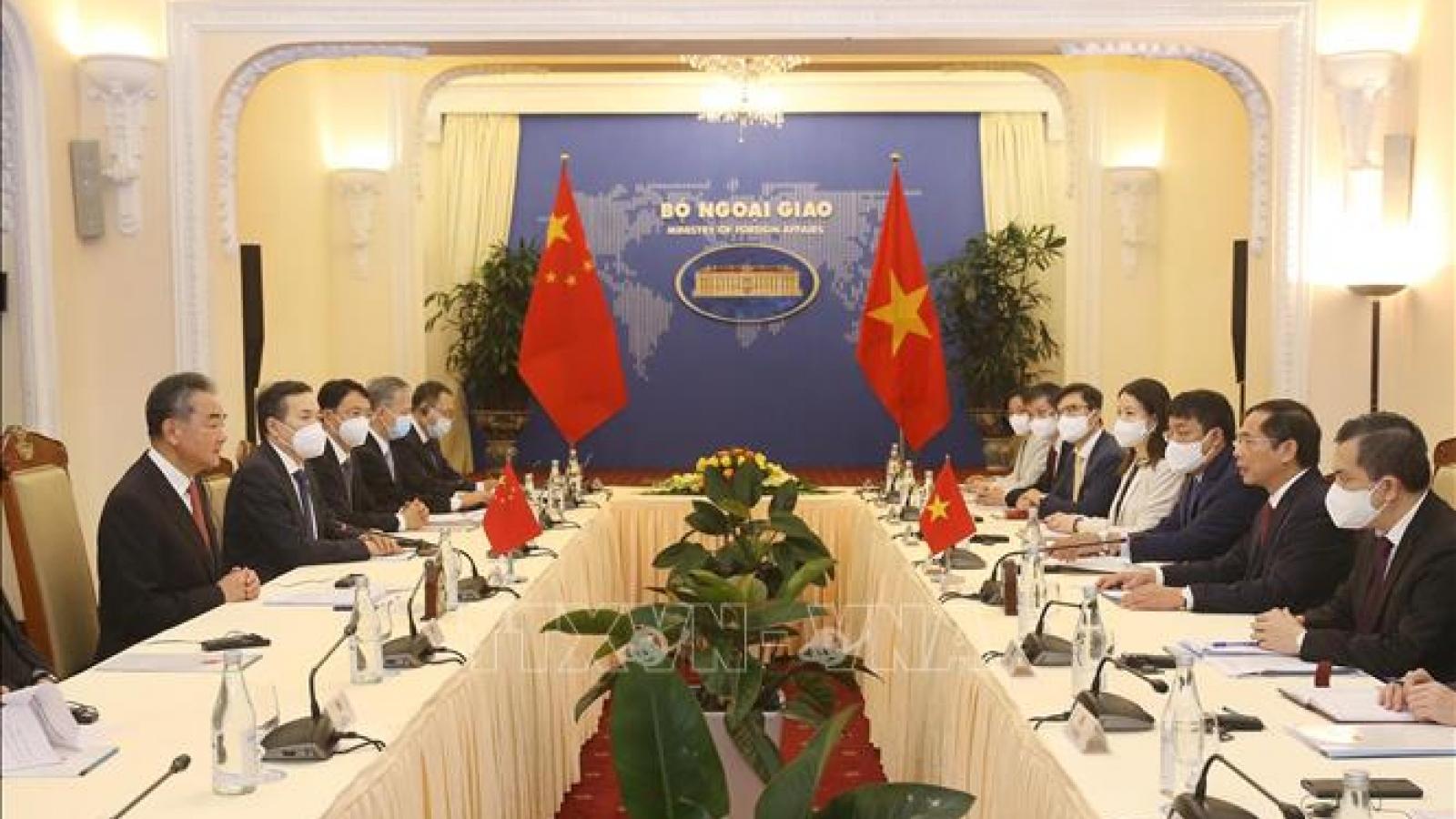Bộ trưởng Ngoại giao Bùi Thanh Sơn hội đàm với Bộ trưởng Ngoại giao Trung Quốc