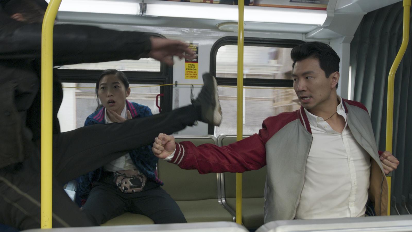 """Bom tấn """"Shang-Chi"""" thống trị phòng vé 3 tuần liên tiếp với doanh thu khủng"""