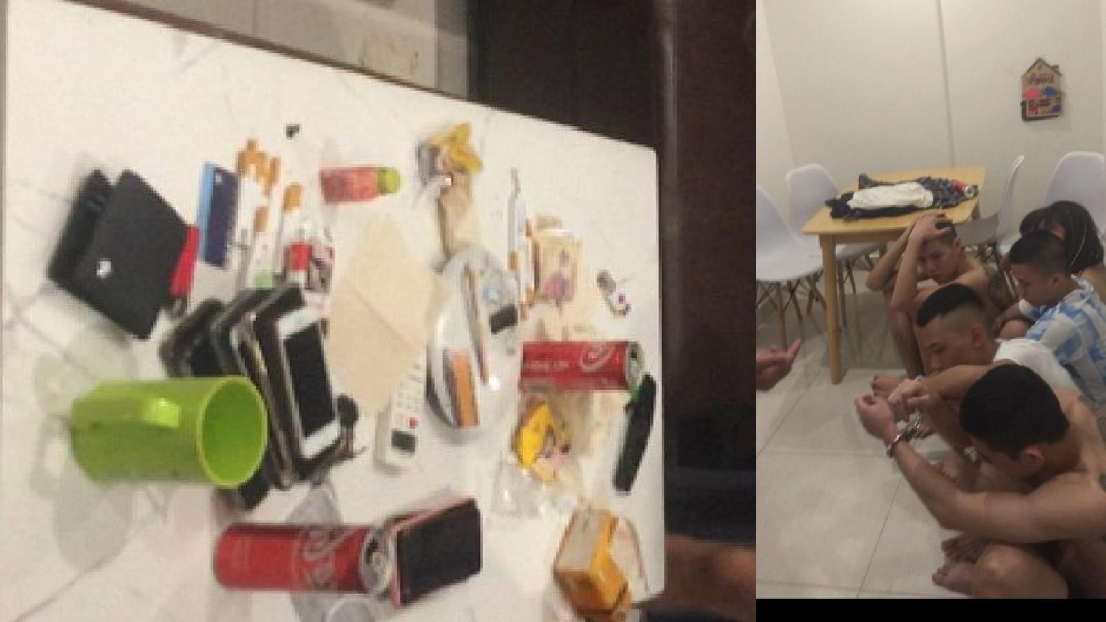"""Nhiếp ảnh gia thuê nhân viên quán karaoke đến nhà mở """"tiệc ma túy"""""""
