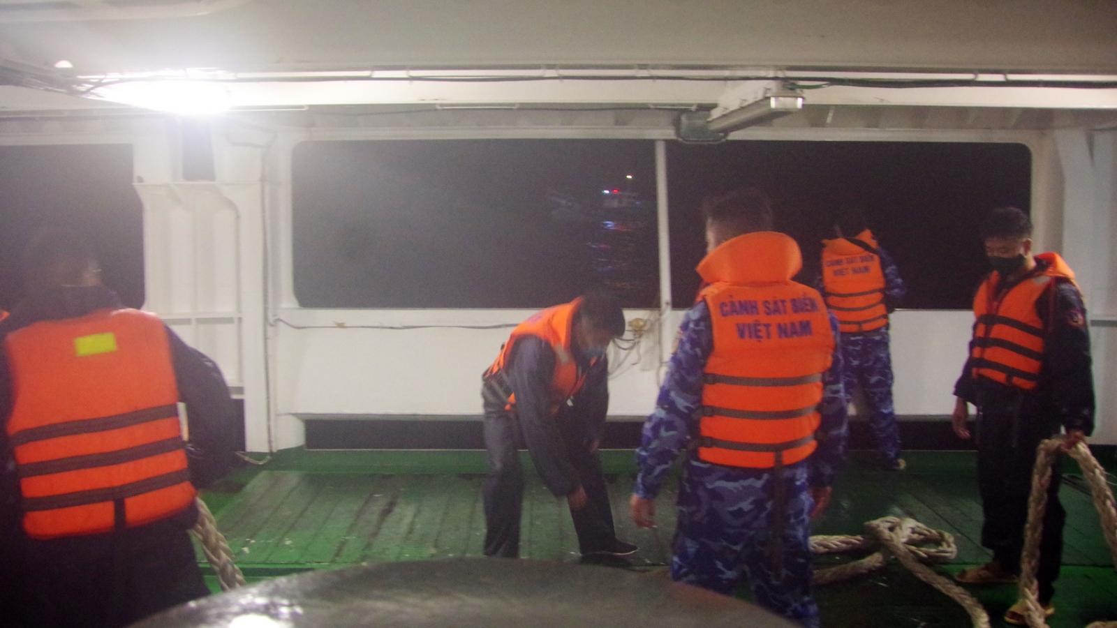 Tàu Cảnh sát biển cứu thành công 13thuyền viên gặp nạn