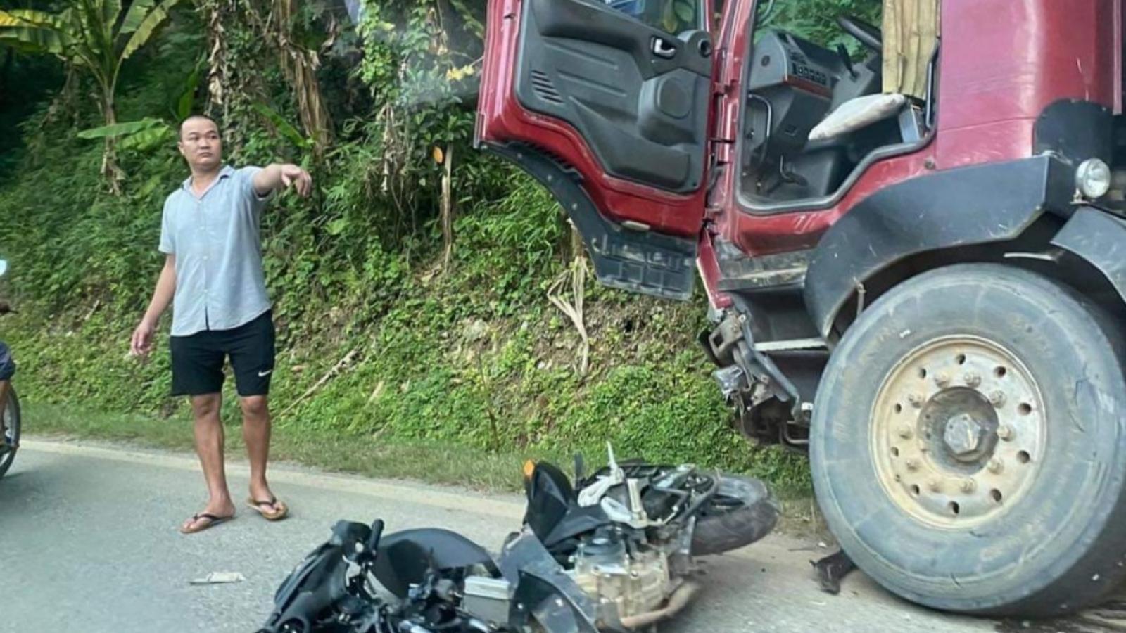 Xe máy đấu đầu ô tô khiến 1 người tử vong ở Bắc Kạn