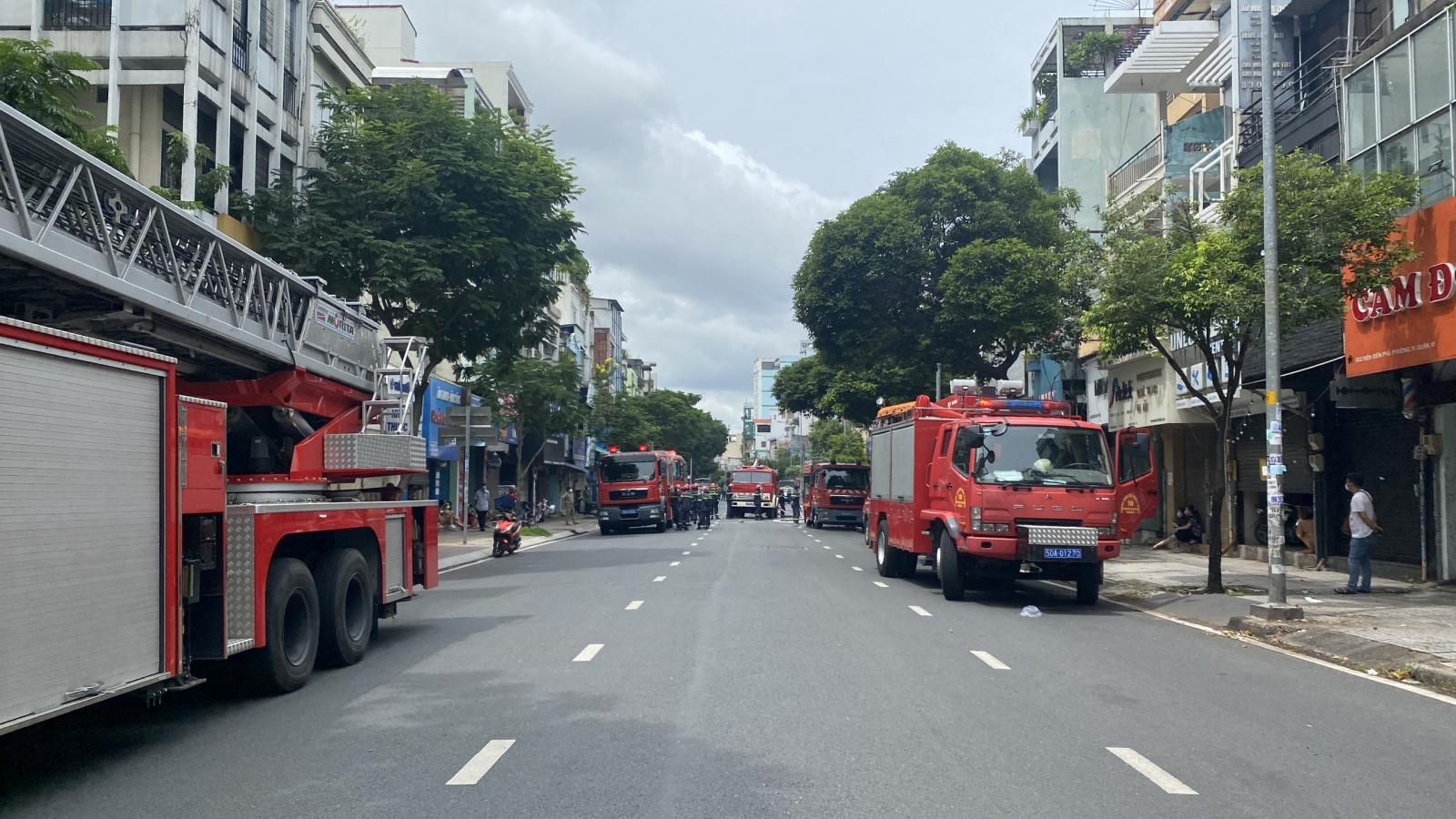 Cháy nhà trong hẻm ở TP.HCM, nhiều người mắc kẹt được giải cứu
