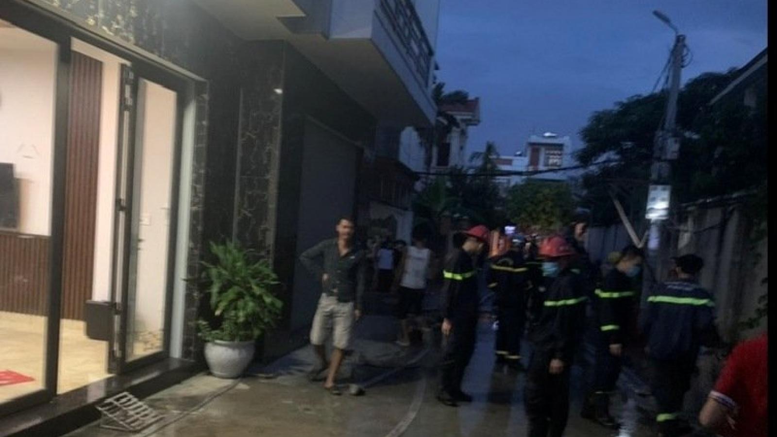 Nhà 3 tầng cháy lúc rạng sáng, 5 người được cứu thoát