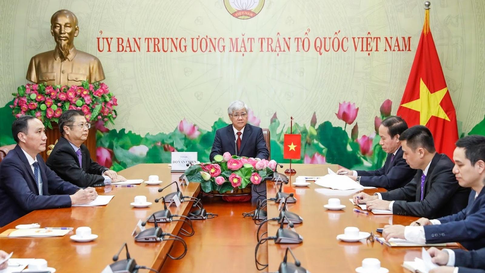Chủ tịch Ủy ban MTTQ Việt Nam điện đàm với Chủ tịch Chính hiệp toàn quốc Trung Quốc