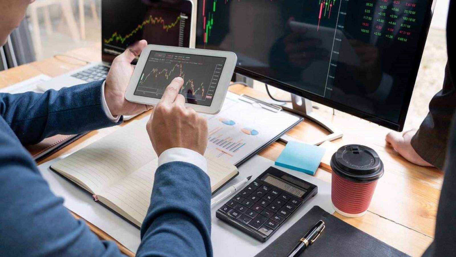 Áp lực bán chốt lời ở nhóm cổ phiếu vốn hóa vừa và nhỏ