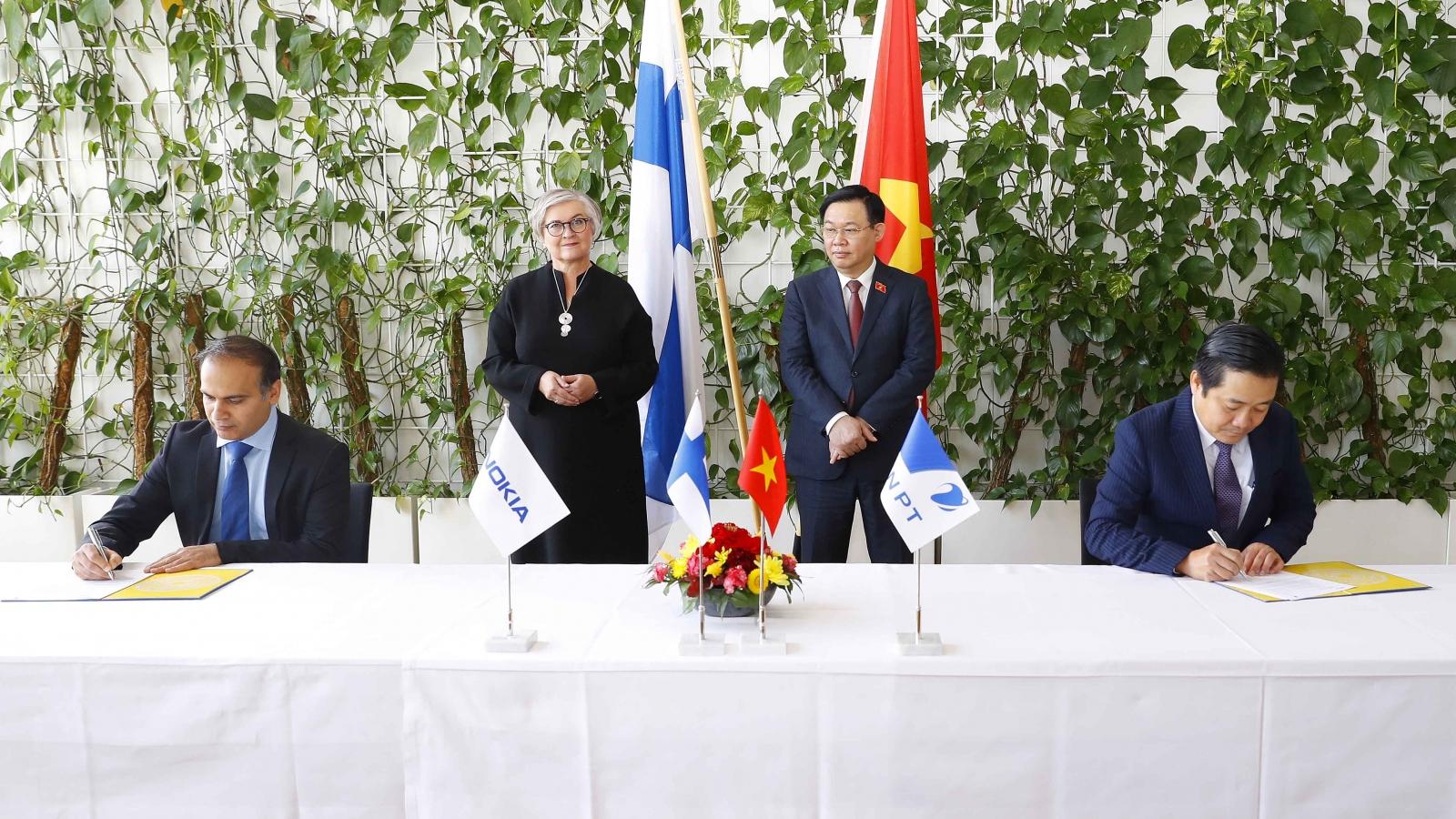 Chủ tịch Quốc hội chứng kiến ký kết thỏa thuận hợp tác giữa VNPT và Nokia