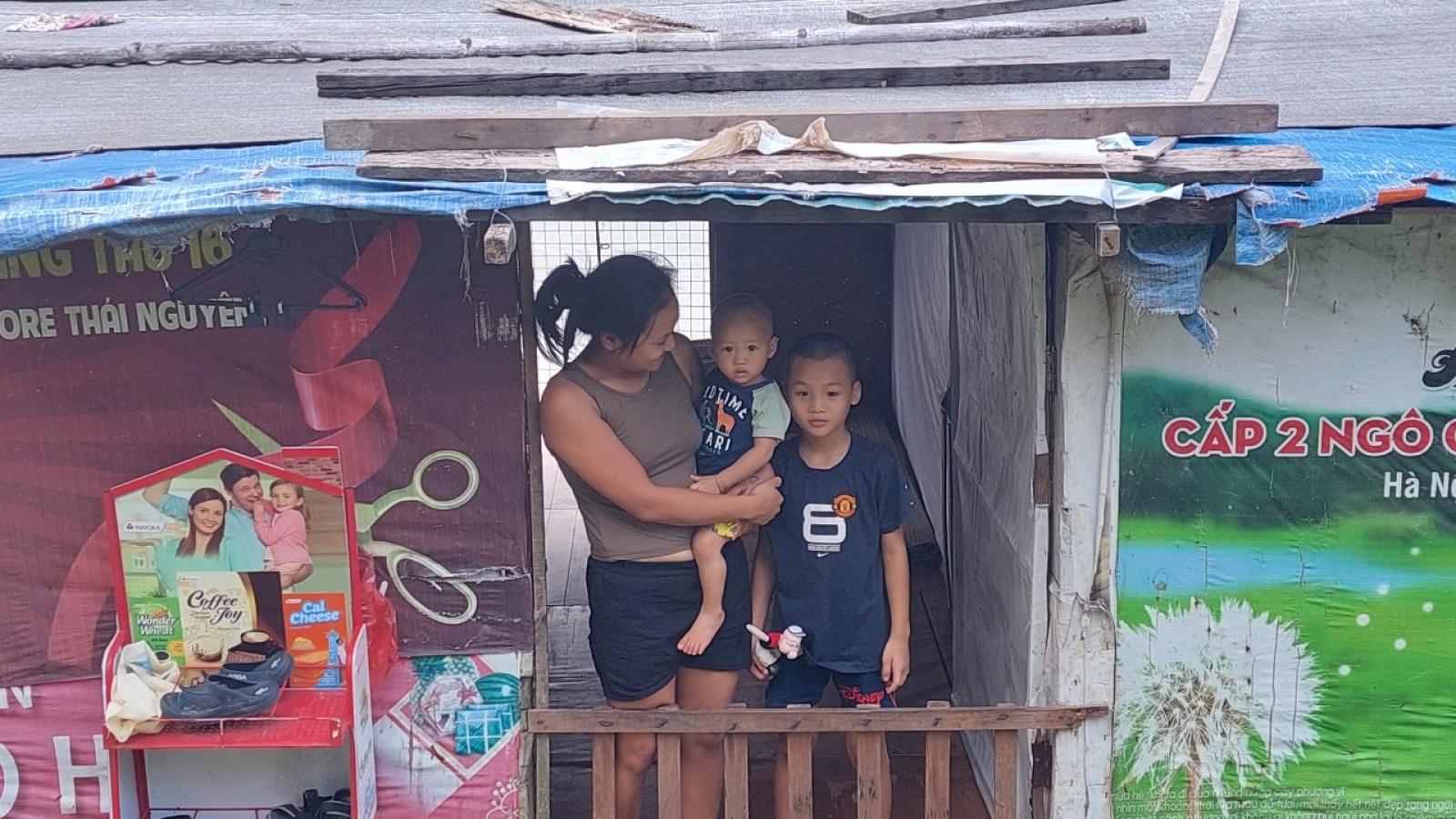 Trẻ em nghèo bãi giữa sông Hồng khổ sở vì học trực tuyến