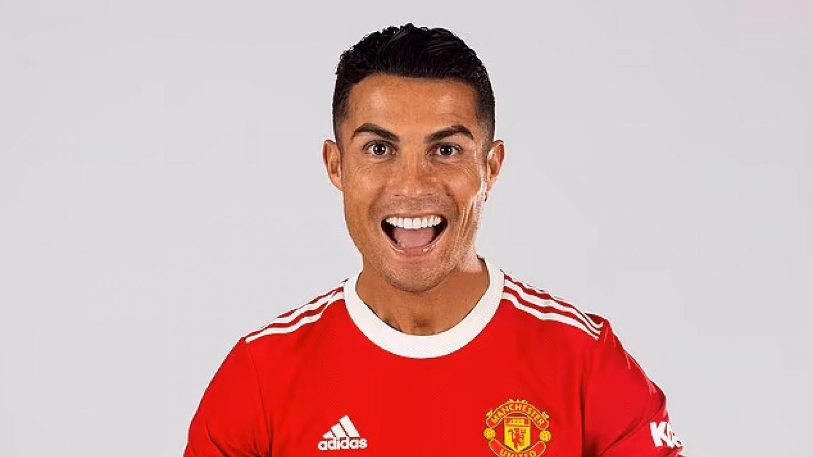 Những hình ảnh đầu tiên của Ronaldo trong màu áo mới MU