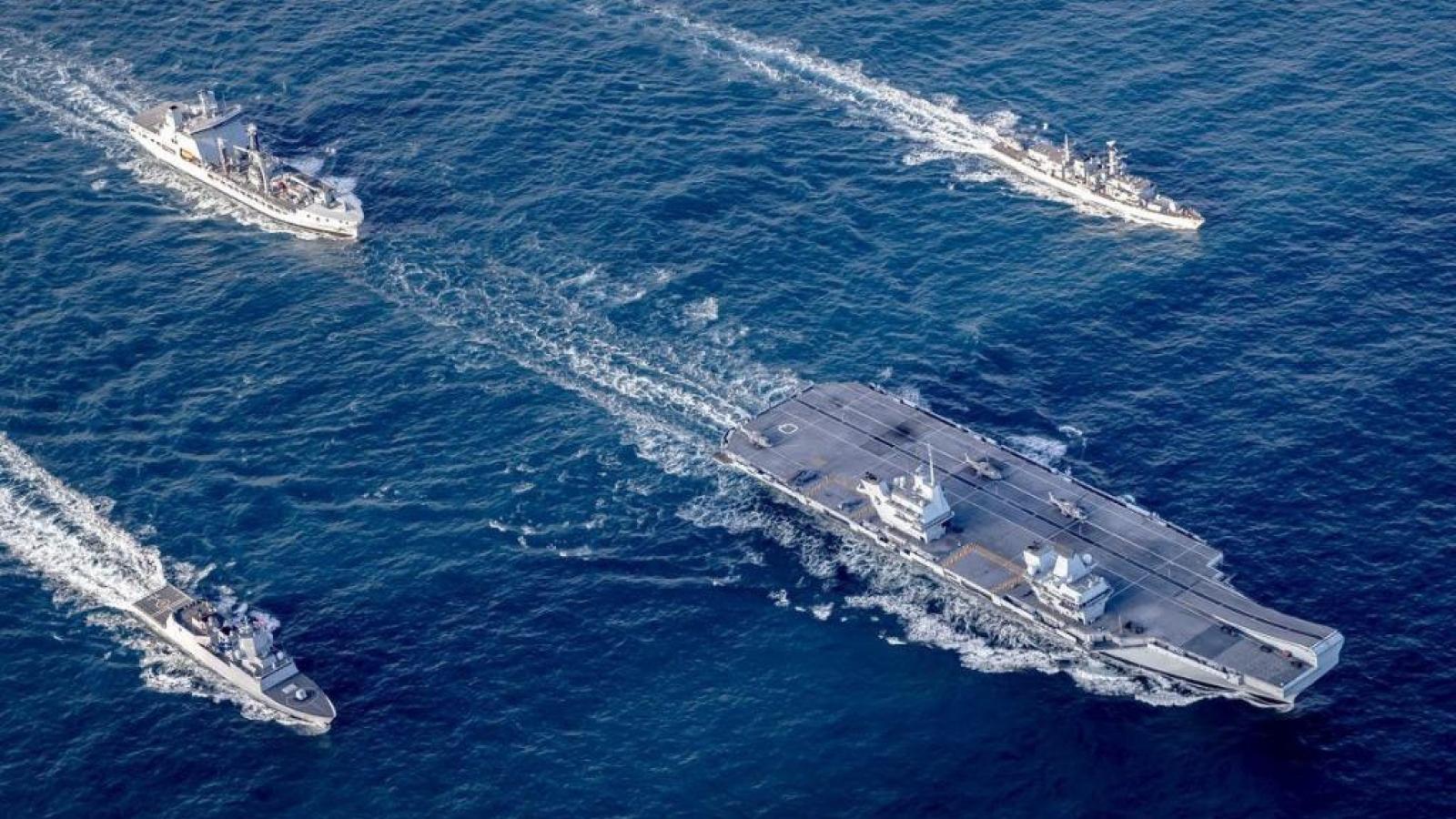 """Ngoại giao chiến hạm của Anh và chiến lược """"chọc gấu tránh rồng"""""""
