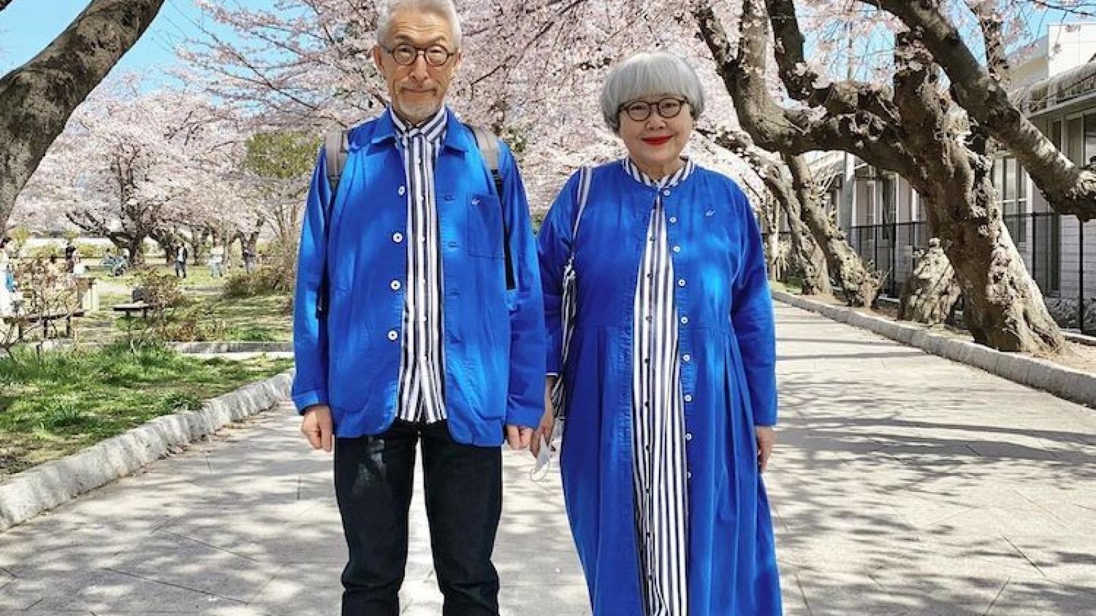 Kết hôn 41 năm, vẫn thích diện đồ đôi đi dạo cùng nhau