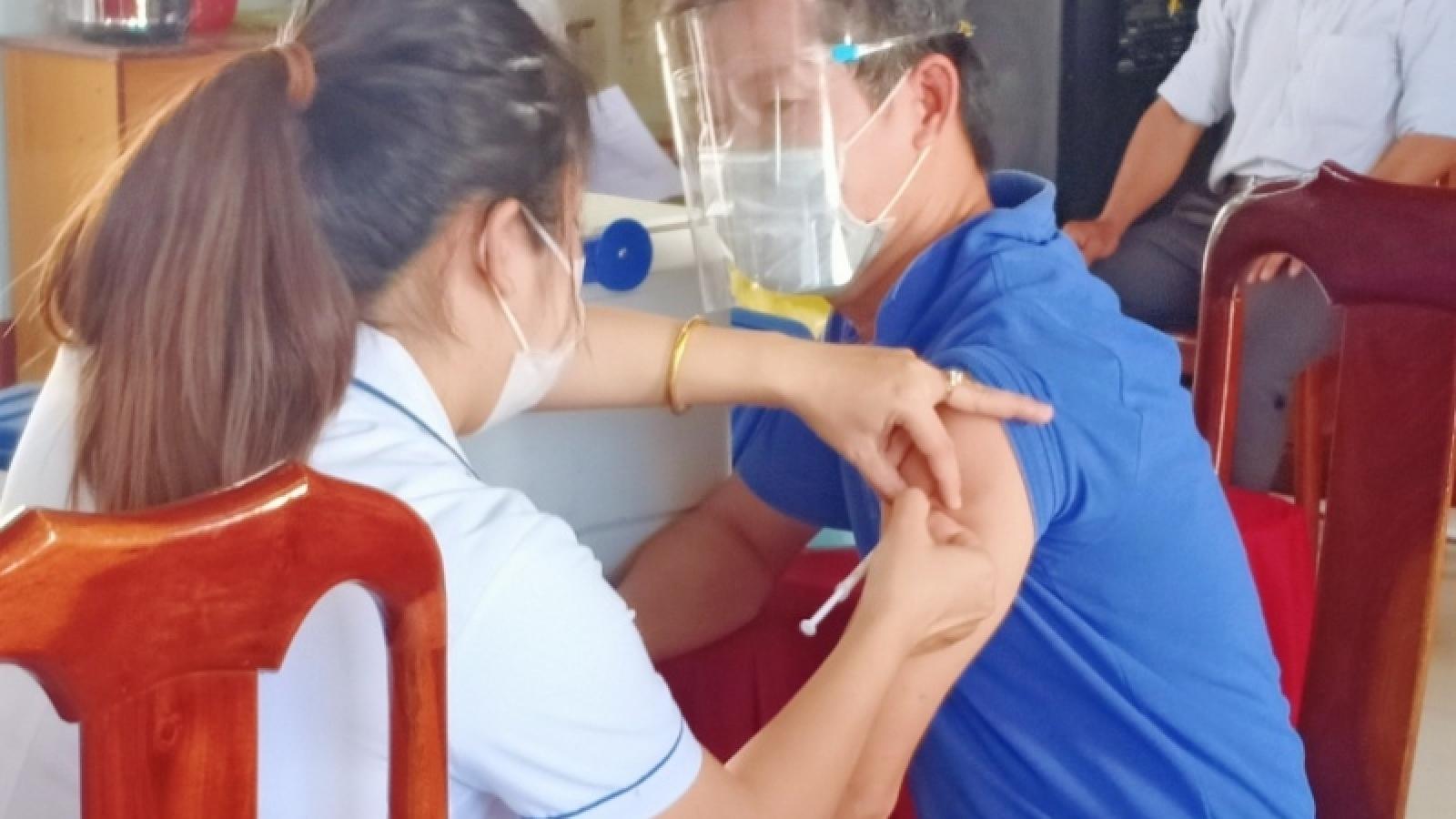 Đắk Lắk tiêm vaccine phòng COVID-19 cho hơn 34.000 người trongngành giáo dục