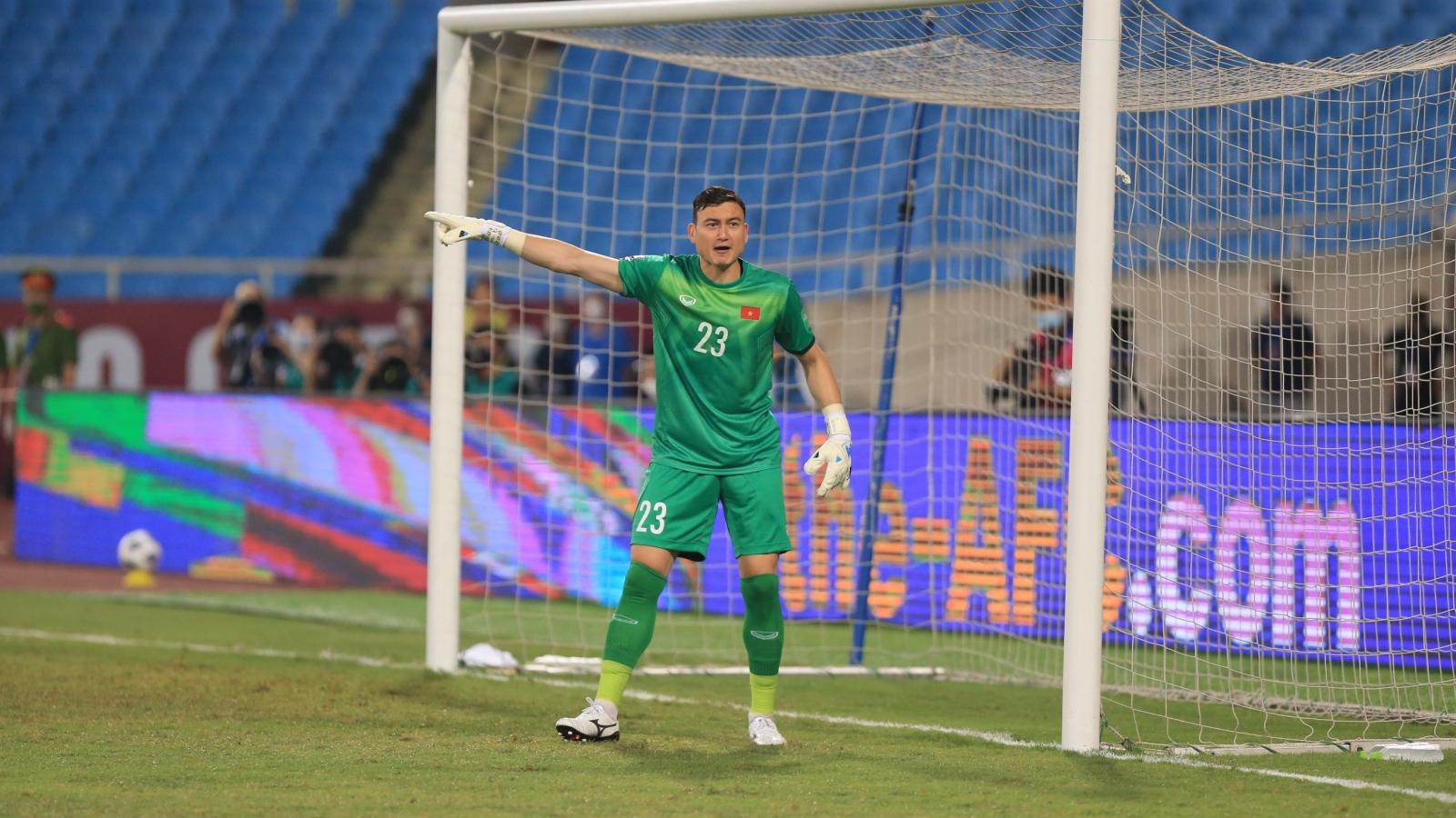 Thủ môn Nam Định bất ngờ lên tiếng về bàn thua của Đặng Văn Lâm