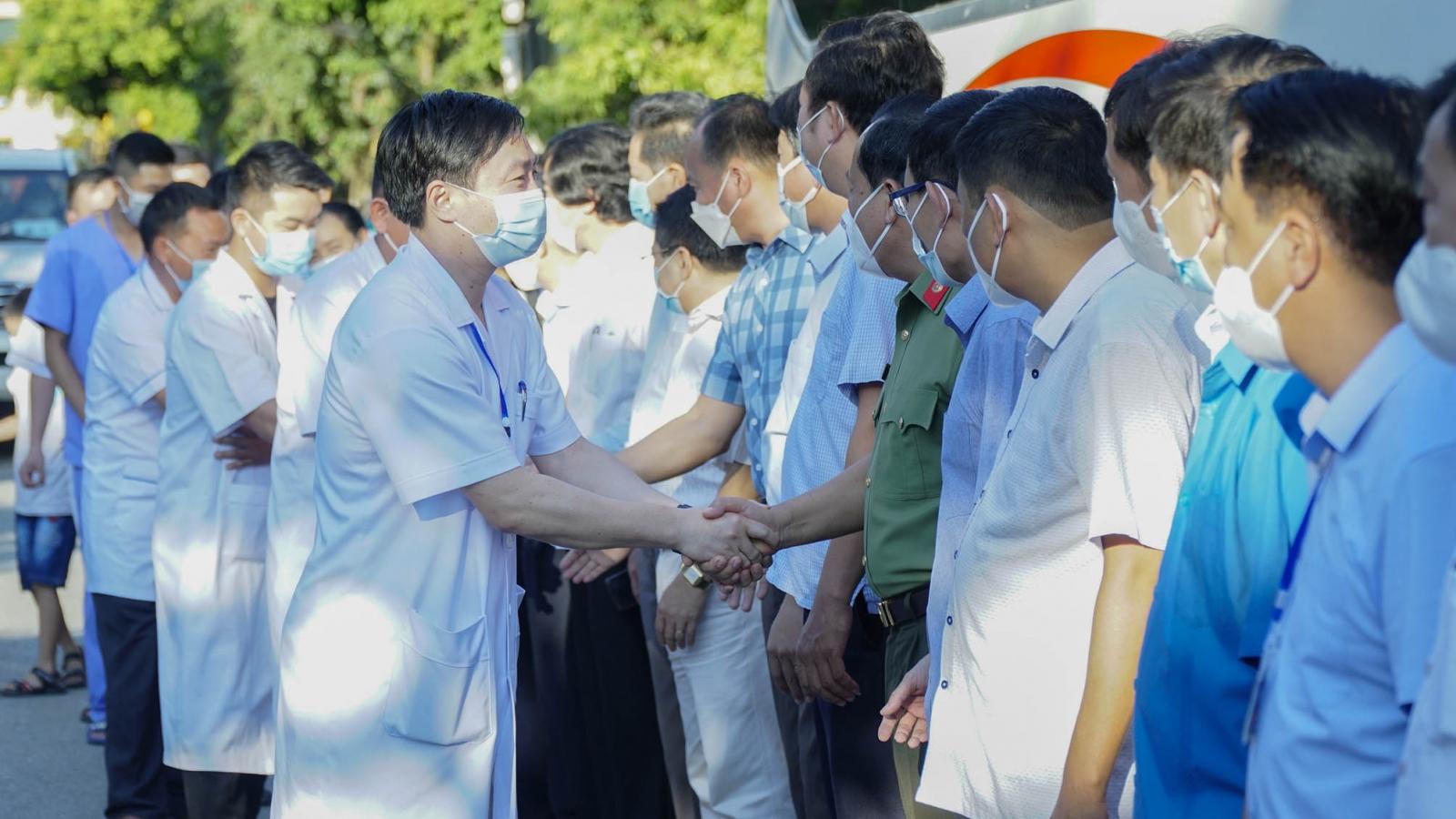 Điện Biên tăng cường cán bộ y tế hỗ trợ tỉnh Bình Dương chống dịch