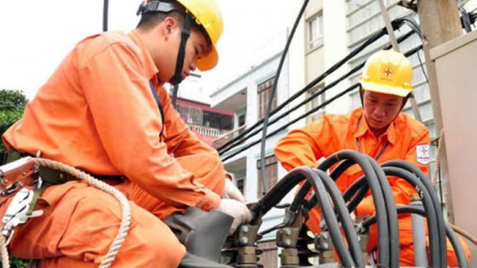 Tiêu thụ điện giảm thấp: Khó khăn vận hành an toàn hệ thống điện quốc gia