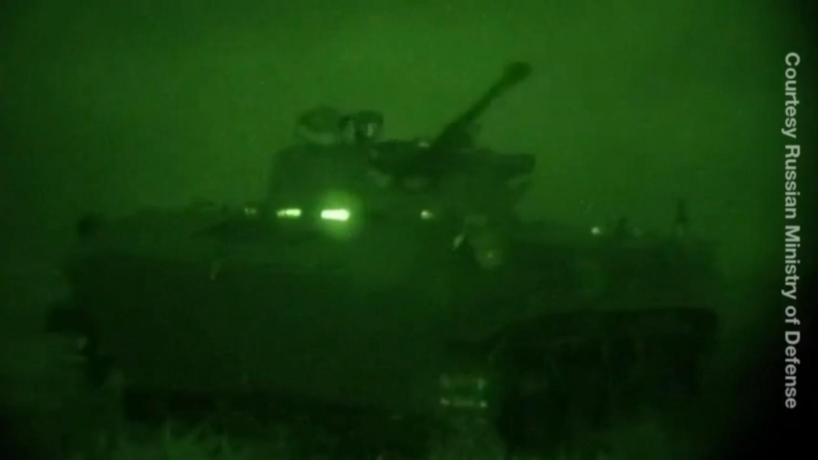 Lính dù Nga diễn tập đổ bộ, tấn công lúc nửa đêm