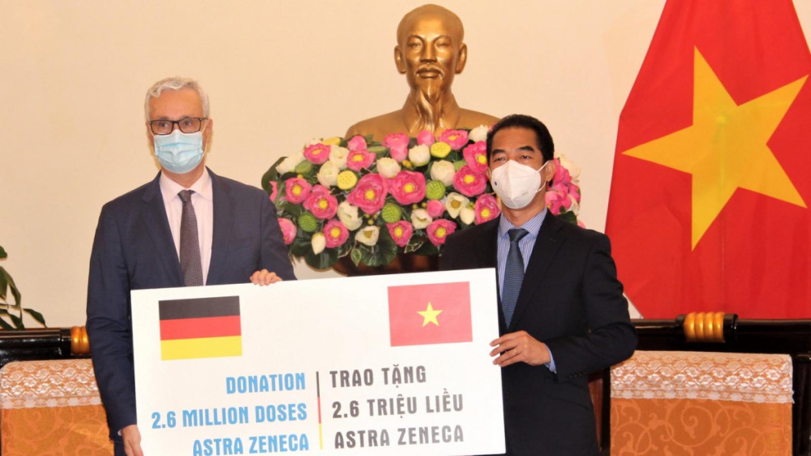 Đức trao tặng 2,6 triệu liều vaccine cho Việt Nam